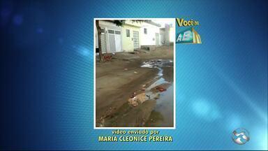 Moradores do Bairro São João da Escócia reclamam de cano estourado - Problema foi denunciado no quadro 'Você no ABTV'.