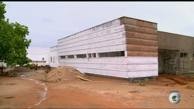 Moradores de Araripina reclamam de atraso na entrega da UPA - Já tem mais de um ano que os moradores esperam o término da construção