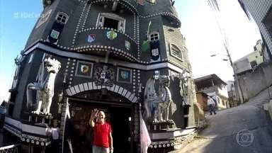 Zeca Camargo visita castelo medieval em Vitória - Aposentado levou 10 anos para construir o castelo onde mora
