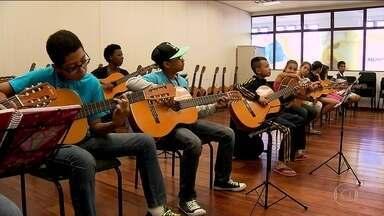 Fábricas de Cultura estão com vagas abertas para diversas atividades - O projeto oferece música, teatro, circo e outras atividades gratuitamente. É possível experimentar todas as aulas para escolher em qual curso se inscrever.