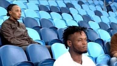 Judocas congoleses refugiados se preparam com brasileiros para disputar Jogos Olímpicos - Os judocas congoleses Popole Misenga e Yolande Busaka treinaram no Instituto Reação e também com a seleção brasileira. Eles disputarão os jogos pela bandeira olímpica.