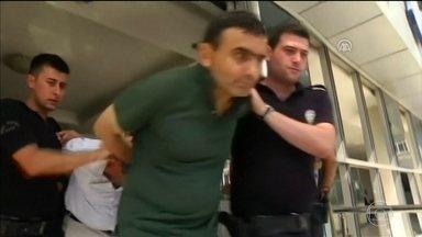 União Europeia e EUA advertem governo turco por reação à tentativa de golpe - Europeus e americanos acusam o presidente turco Recip Erdogan de prender pessoas baseado em uma lista pronta muito antes do golpe.