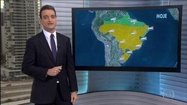 Sul do Brasil deve continuar registrando temperaturas mais baixas nesta terça-feira (19) - Uma massa de ar polar deixa o dia mais frio na metade Sul do país. Previsão de chuva para Belém, boa parte do centro-norte do PA, AP, RR, centro-norte do AM, indo até o CE. Chuva passageira do litoral do RN até o litoral sul da Bahia.