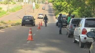 BPRE faz balanço parcial de abordagens durante as férias no Amapá - O Batalhão de Polícia Rodoviária Estadual (BPRE) fez mais de 800 abordagens a veículos que trafegaram nas rodovias estaduais, nesse terceiro fim de semana das férias. Mais de 15 condutores foram flagrados dirigindo sob efeito de bebida alcoólica.