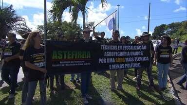 Servidores do estado protestam na região do Centro Administrativo, em Salvador - A categoria pede o benefício da avaliação de desempenho profissional.