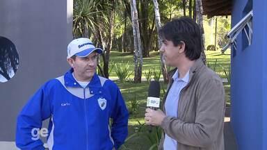 Claudio Tencati fala sobre o susto com o coração e projeta próximo jogo do Londrina - Treinador voltou ao trabalho após ficar internado com fortes dores no peito. Time volta a jogar no sábado, contra o Sampaio Corrêa.