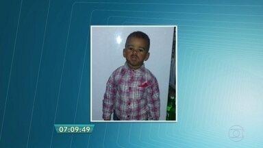 Polícia procura menino de 1 ano que desapareceu em Guarulhos - O menino de um ano e três meses desapareceu na terça-feira (19) na cidade da Grande São Paulo. O menino pode ter caído em um córrego ou ter sido levado por uma mulher, segundo testemunhas.