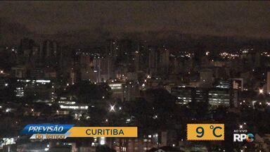 Tempo: Dia começa frio mas com tempo firme no Paraná - A previsão para esta sexta-feira (22) é de sol em todas as regiões.