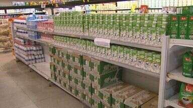Estiagem afeta o preço do leite nas prateleiras em Ribeirão Preto - Produto é encontrado até 60% mais caro, segundo o Centro de Economia Aplicada da USP.