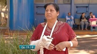 Pacientes reclamam de atendimento no Hospital da Vida, em Dourados - Eles alegam a falta de curativos a material de limpeza.