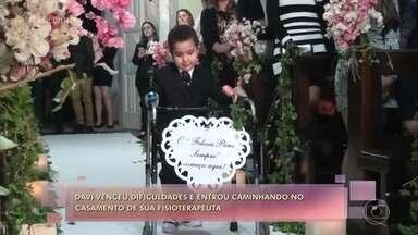 Menino de 6 anos foi pajem do casamento da fisioterapeuta que o ajudou a andar - Davi tem paralisia cerebral e andava de cadeira de rodas por recusar a fisioterapia. Eduarda mudou o tipo de tratamento do menino e o convidou para participar de seu casamento