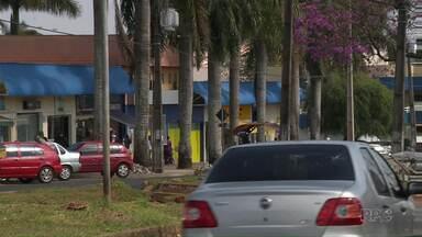 Serviço de transporte do UBER começa a ser debatido em Londrina - O serviço é polêmico e concorre com os taxistas. Hoje à tarde tem reunião na câmara de Vereadores.E participe da pesquisa do Paranátv sobre as infrações de trânsito na cidade.