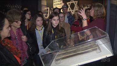 Estudantes visitam Museu do Holocausto em Curitiba - Eles aprenderam sobre os horrores da guerra e sobre o preconceito.