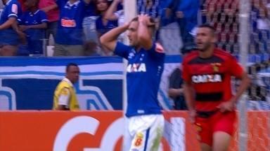 Cruzeiro continua com péssima campanha dentro de casa, e perde para o Sport - Novamente o visitante conseguiu a vitória dentro do Mineirão. Desta vez foi Sport, que bateu o Cruzeiro por 2 a 0.