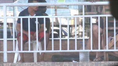 Equipe de reportagem flagra agressão a jovem de 15 anos - Equipe de reportagem flagra agressão a jovem de 15 anos