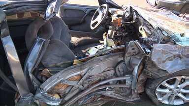 Acidente na Avenida Dez de Dezembro mata três; Polícia aponta menor como condutor do carro - Ele tem 15 anos, chegou a ser internado com ferimentos mas já foi liberado. Polícia quer saber como o adolescente teve acesso ao carro.