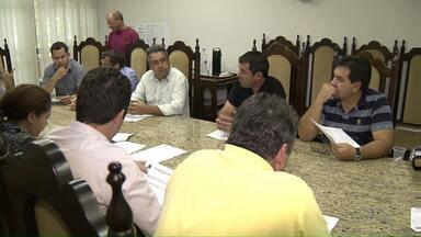 Taxistas de Londrina pressionam vereadores para proibirem transporte por aplicativos - O serviço do Uber é um dos principais alvos dos motoristas profissionais.
