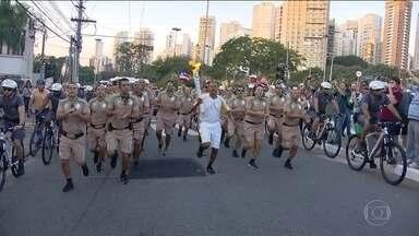 Veja como foi a passagem da tocha olímpica pelas ruas de São Paulo - A tocha olímpica passou por São Paulo durante o fim de semana. O revezamento foi acompanhado de muita festa e empolgação pelas ruas da cidade. Confira na reportagem de Bruna Vieira.