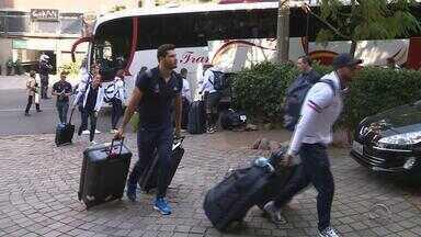 Delegação francesa de natação chega a Porto Alegre - Os atletas vão treinar em clube da capital.