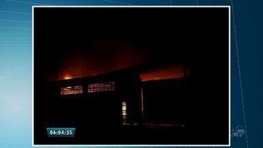 Incêndio atinge fábrica de madeiras no município de Maracanaú - De acordo com o Corpo de Bombeiros, não houve feridos.