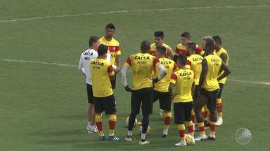 Após confusão e polêmica, Victor Ramos volta a treinar no Barradão - Na tarde de quarta (27) os empresários do jogador e a diretoria do Vitória se reuniram para definir a situação do jogador.