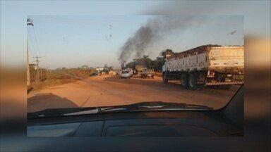 RO-429 está interditada na região de São Miguel do Guaporé - Protesto pede desocupação da Fazenda Bom Futuro.