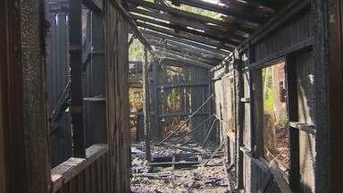 Incêndio destrói casa abandonada no bairro Jesus de Nazaré, em Macapá - Incêndio destrói casa abandonada no bairro Jesus de Nazaré, em Macapá