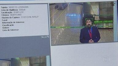 Reconhecimento facial passa a ser usado em 14 aeroportos - Objetivo é combater o tráfico e o contrabando. Câmeras identificam rostos de possíveis alvos a partir de qualquer foto.