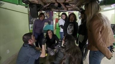 Mulheres lotam curso de mecânica para carros - Uma empresaria resolveu abrir o curso devido à demanda de profissionais no mercado. E as mulheres atenderam ao chamado.