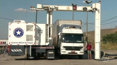 Scanner móvel de cargas reforça segurança na Dutra no Sul do RJ durante jogos Olímpicos - Equipamento permite a detecção de armas, drogas e mercadorias transportadas irregularmente em ônibus, caminhões e veículos de passeio.