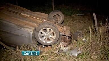Motorista morre e três ocupantes ficam feridos em acidente na BR-163 - Veículo capotou em estrada vicinal perto da BR-163, em Campo Grande, na noite de domingo (31).