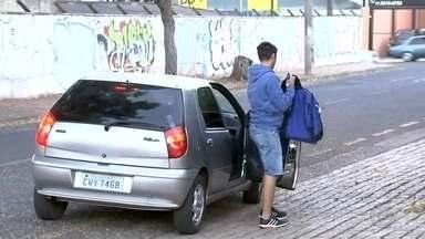 Volta às aulas aumenta o número de veículos no trânsito de Rio Preto - As férias acabaram e vários alunos da rede pública voltaram às aulas nesta segunda-feira (1º). O trânsito deve ficar complicado no horário de entrada das escolas.