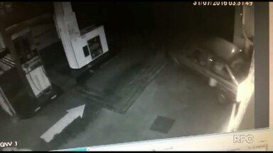 Ladrões usam carro para arrombar um posto de combustíveis no fim de semana - Eles levaram chocolate e cerveja