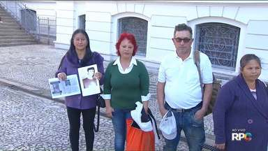 Quadro Desaparecidos - Hoje quem esteve na Praça Santos Andrade foi a repórter Luiza Vaz