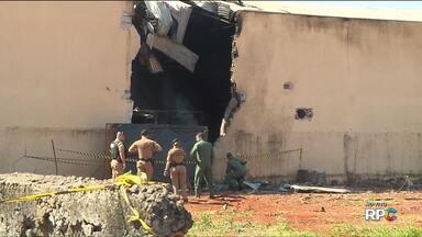 Avião cai e mata 8 pessoas no norte do estado - A aeronave vinha de Cuiabá quando caiu em cima de uma transportadora.