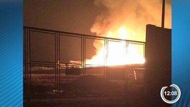 Fábrica de pallets em Caçapava foi destruída por incêndio - Fogo começou sábado e só foi controlado no começa da tarde de domingo.