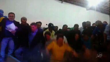 Palanque com 60 pessoas desaba durante convenção partidária em Boa Viagem - Prefeitura diz que fará vistoria no local.