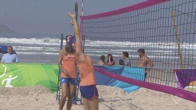 Jogadoras de vôlei de praia da Holanda fazem sucesso com moradores e turistas em Guarujá - Os Jogos Olímpicos serão no Rio de Janeiro e começam nesta sexta-feira (5).
