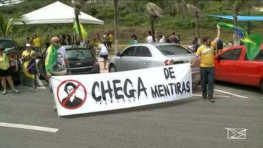Domingo foi marcado por manifestações na Avenida Litorânea em São Luís - Grupos contra e a favor da presidente afastada Dilma Roussef realizam passeata na orla de São Luís.