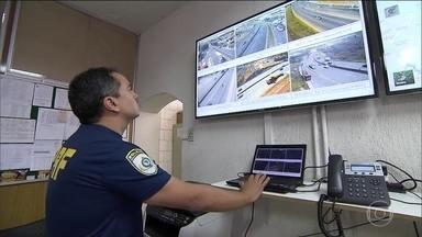 Fiscalização é reforçada nas rodovias para aumentar segurança durante a Olimpíada - Um esquema especial foi montado para acompanhar as equipes, onde estão as delegações. Os times de futebol feminino da França e dos Estados Unidos vão disputar em Belo Horizonte a primeira fase dos Jogos Olímpicos e os militares estão sempre de olho.