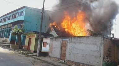 Incêndio atinge casa no Bairro da Glória, em Manaus - Fogo começou quando homem trocava botijão de gás.