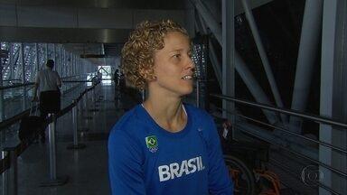 Após ser escolhida como porta-bandeira, Yane Marques embarca para Curitiba - Atleta não iria para a abertura da Olimpíada para se preparar, mas mudou programação.