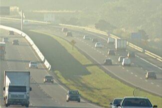 Reajuste de tarifa afeta dois pedágio em rodovia federal que corta o Alto Tietê - Na rodovia Presidente Dutra, nas praças de pedágio de Arujá e Guararema, tarifa de carros passa de R$ 3,10 para R$ 3,40. Já os caminhões pagam agora R$ 6,80.