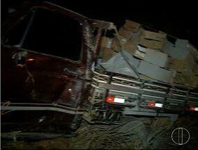 Em Montes Claros, motociclista bate de frente a carro e morre - Acidente foi na estrada da Produção.