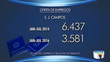Ofertas de trabalho estão cada vez mais escassas por causa da crise na região - Desemprego afeta 11 milhões de brasileiros.