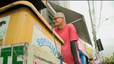 Aumentou o número de pessoas trabalhando no comércio informal - Por causa da crise, o comércio informal tá crescendo em várias cidades do Brasil.