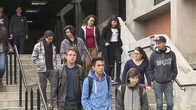 Cai o número de eleitores entre 16 e 17 anos no Paraná - Em 2012 eram 144 mil em 2012. Neste ano são 109 mil eleitores jovens.