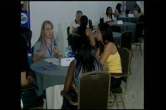 Feirão de empregos em Araxá oferece oportunidades em diversos setores - Onze empresas se uniram e recebem currículos em shopping da cidade. Interessados deve comparecer ao local até esta sexta-feira (5).