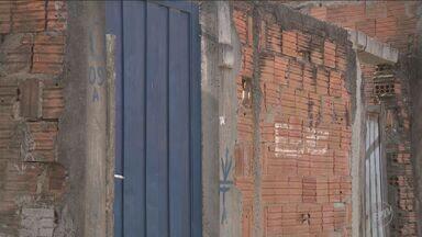 Dois homens e um adolescente foram mortos na noite de sábado em Campinas - A polícia não descarta acerto de contas entre traficantes.