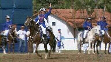 Encenação das Cavalhadas reuniu centenas em Franca, SP - Espetáculo com 185 anos de tradição aconteceu no Parque Fernando Costa.